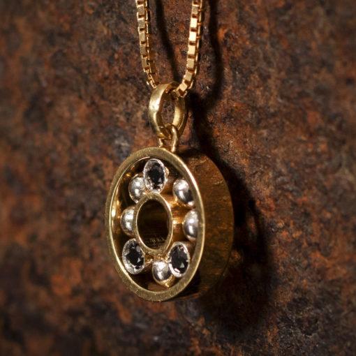 Pendentif en Or sertis avec des diamants noir